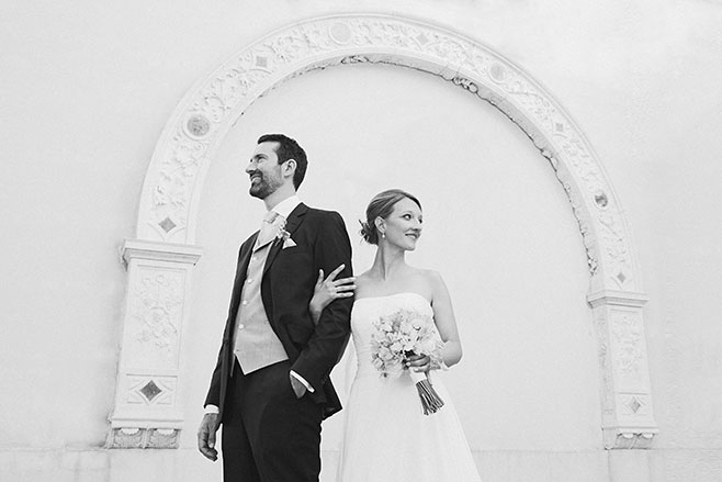 Professionelles Brautpaarfoto bei Schloss Glienicke Hochzeit am Wannsee Berlin © Hochzeitsfotograf Berlin www.hochzeitslicht.de