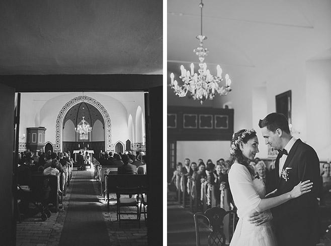 Hochzeitsfotos von Trauung in Feldsteinkirche Wulkow bei Vintage-Hochzeit im Haus Tornow © Hochzeitsfotograf Berlin www.hochzeitslicht.de